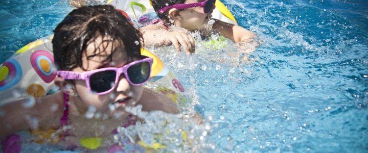 Niñas piscina