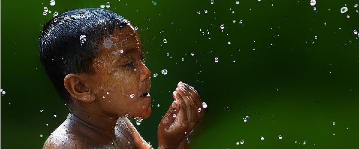 Niño y agua - Caldaria